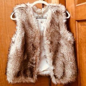 BB DAKOTA fur vest (medium) no wear!